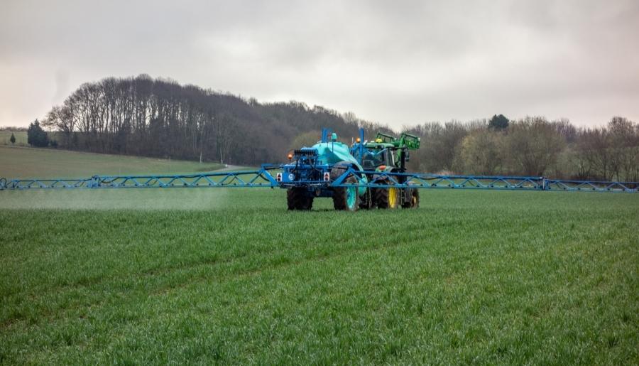 fertilizando-campo-fitonutrient